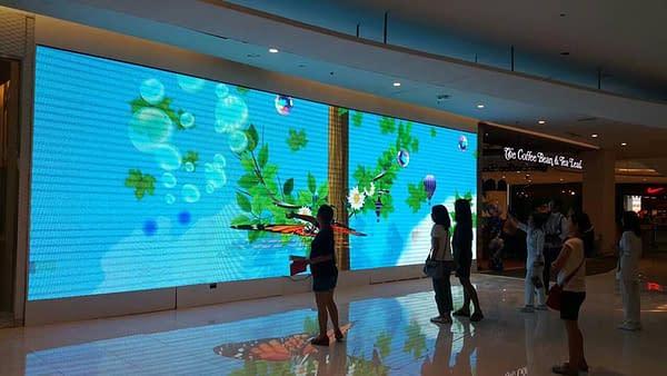 Pantallas led en centro comercial